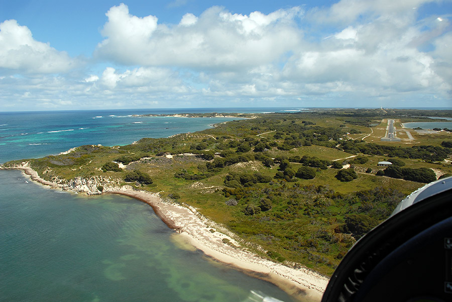 Short final RWY 27 Rottnest island