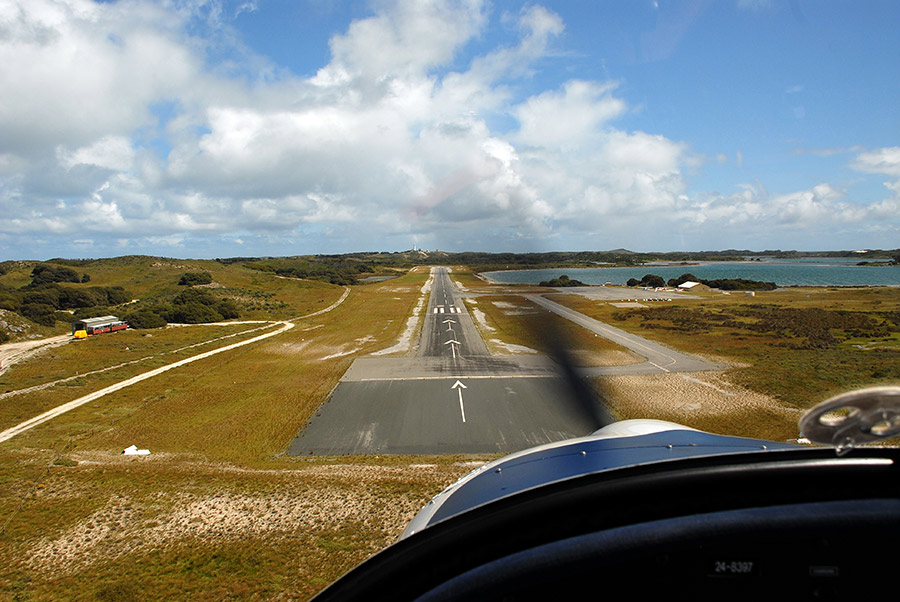 Aiming for threshold RWY 27 YRTI